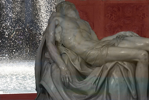 after Michelangelo Buonarotti - an other Pieta - San Pietro / Roma - © Doris Stricher