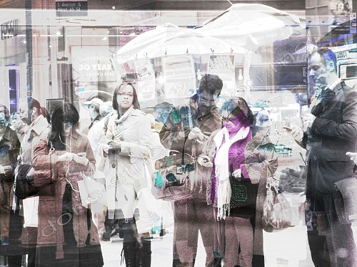 NYC 5th Avenue, walking people all on phone, a nowadays way of life, a way  - © Doris Stricher